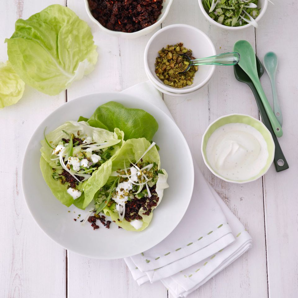 Knuspriges Lammhack im Salatblatt