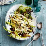 Salat aus weißem Ofen-Spargel mit Mohn