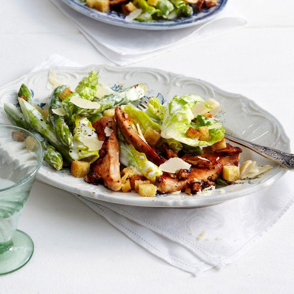 Grüner-Spargel-Caesar-Salad