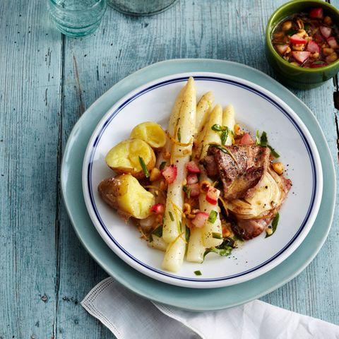 Weißer Spargel mit Radieschen-Butter und Kalbsschnitzel