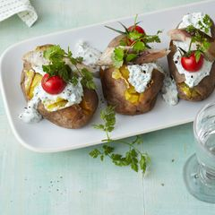 Ofenkartoffeln mit Frankfurter Quark und Räucherfisch