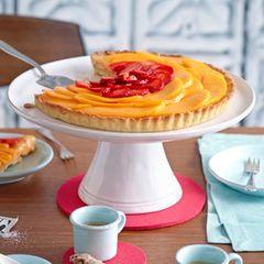 Crostata mit Karamell-Ganache, Mango und Erdbeeren