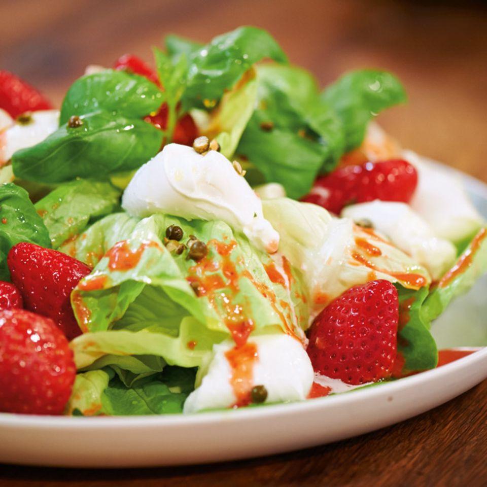 Kopfsalat mit Erdbeer-Vinaigrette