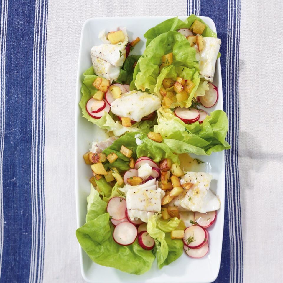 Zitronen-Seelachs mit Salat
