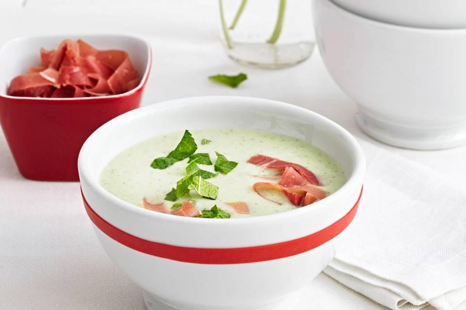 Kalte Gurken-Joghurt-Suppe mit Minze Rezept