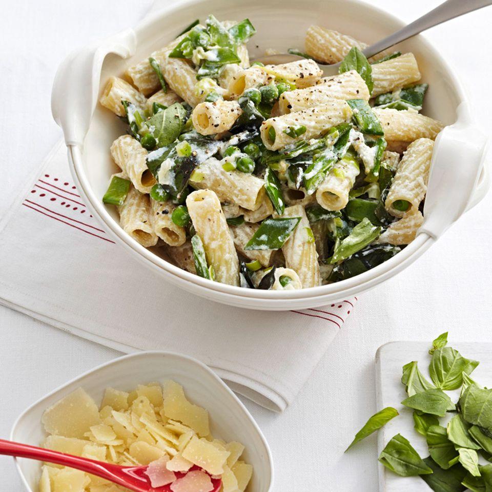 Grüne Sommer-Pasta mit Ricotta und Pecorino