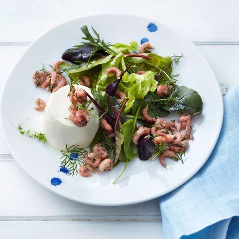 Kartoffel-Mousse mit Salat und Krabben
