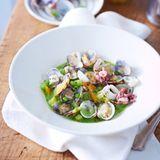 Muscheln und Calamari in Erbsensauce