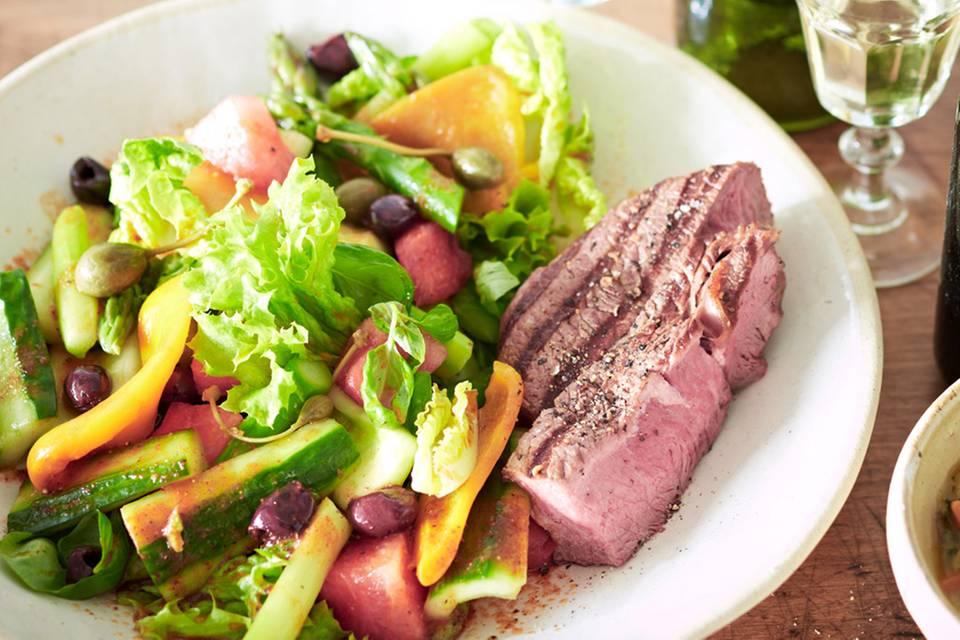 Gemüsesalat mit Harissa-Dressing und Rinderhüfte Rezept