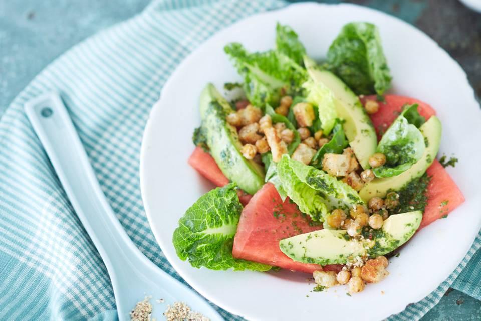 Wassermelonen-Avocado-Salat mit Kichererbsen-Croûtons Rezept
