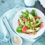 Wassermelonen-Avocado-Salat mit Kichererbsen-Croûtons