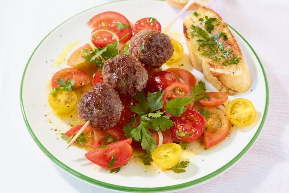 Tomatensalat mit Hackbällchen Rezept