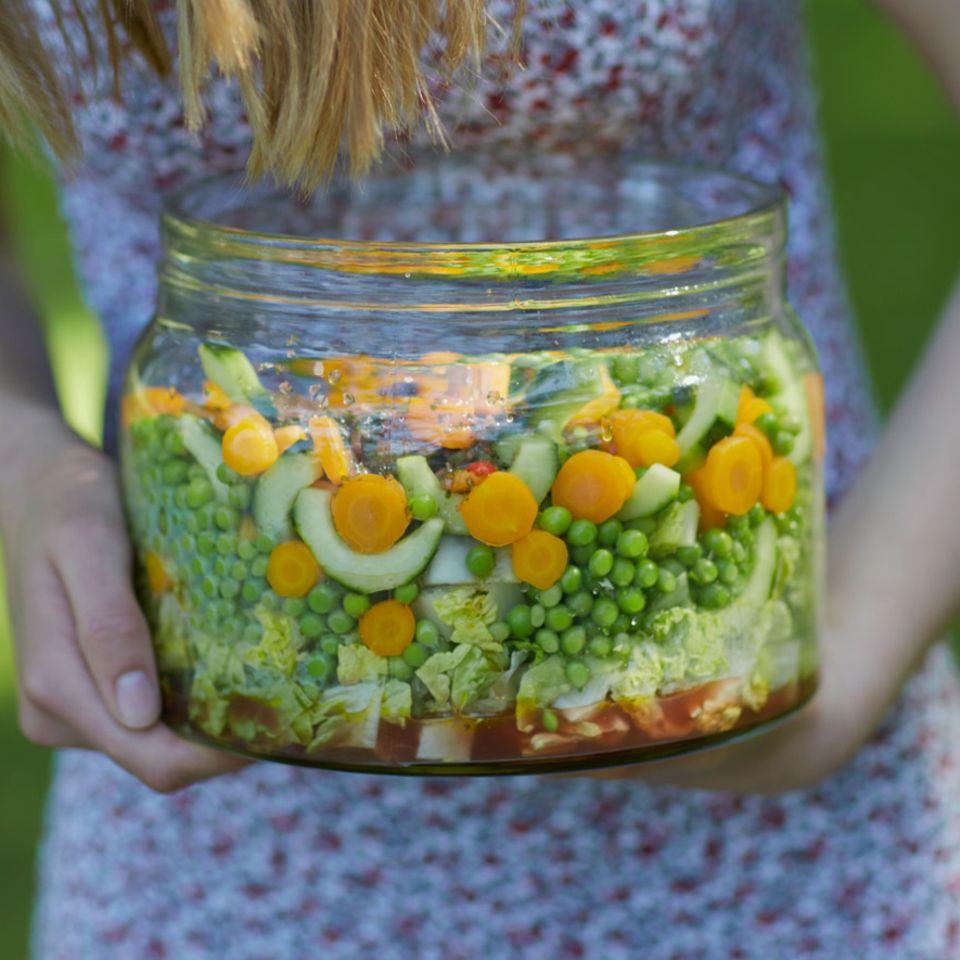 Gemüsesalat mit süß-scharfem Minz-Chili-Dressing