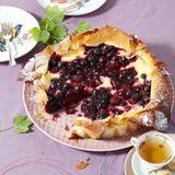 Beeren-Tarte mit Crème-fraîche-Guss