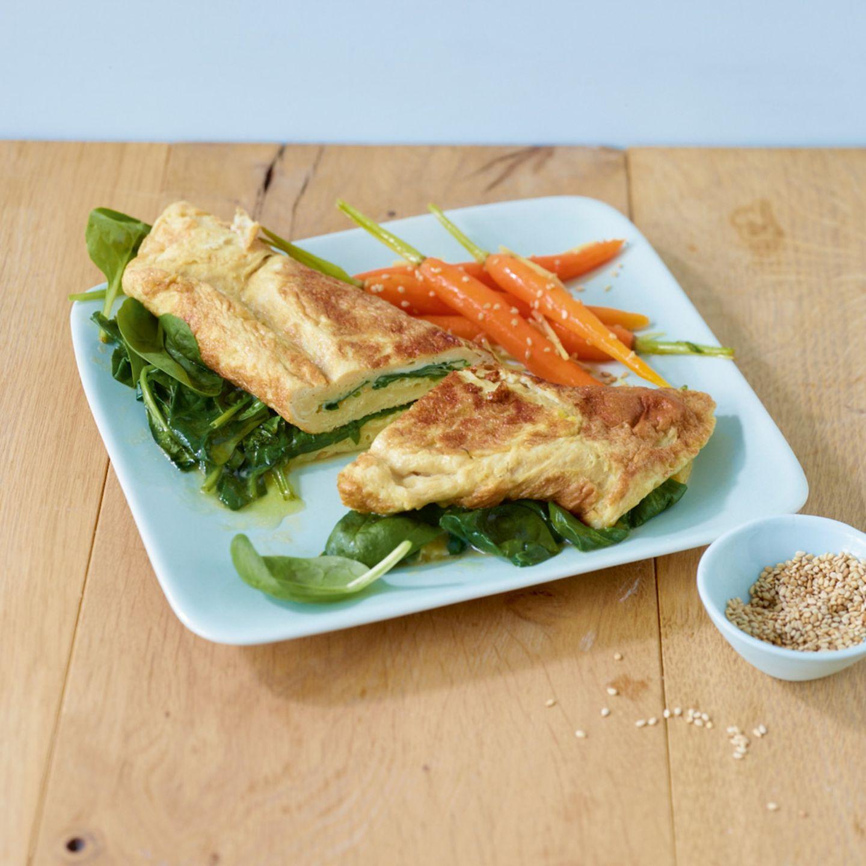 Asia-Omelette mit Ingwer und Sesammöhren
