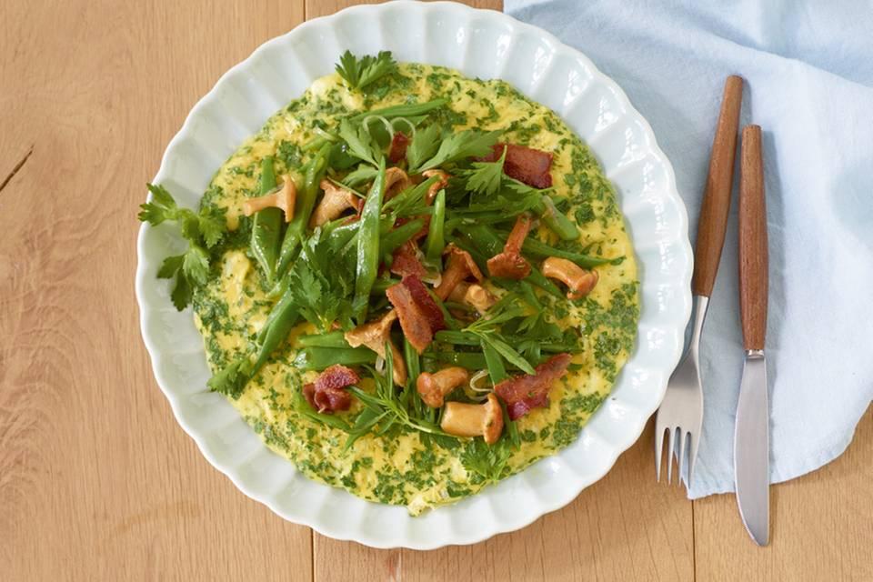 Petersilien-Omelette mit Bohnen und Pfifferlingen Rezept