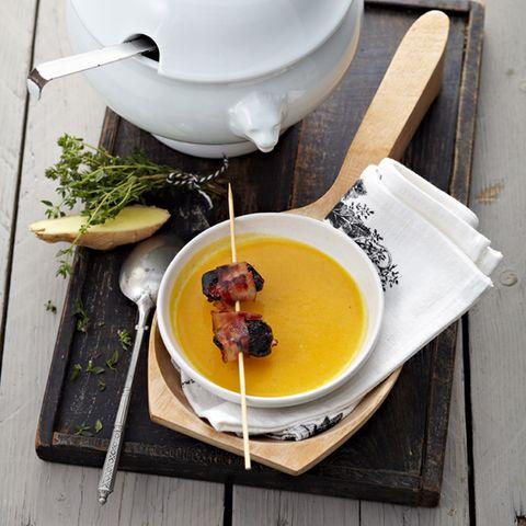 Kürbissuppe mit Speck-Pflaumen
