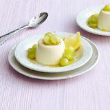 Zitronen-Panna-cotta mit Traubensalat