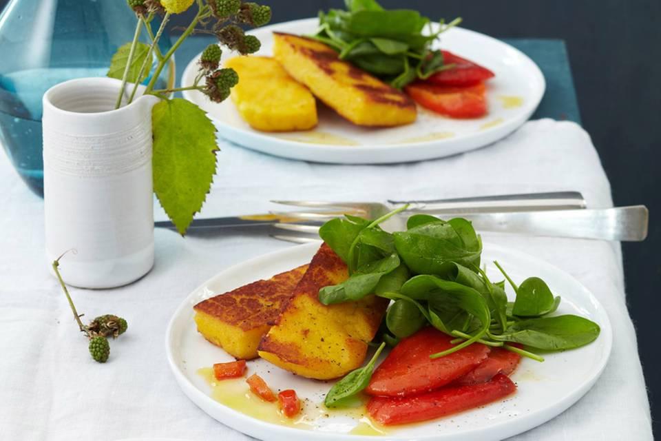 Spinat mit gebratener Gewürz-Polenta und Paprika Rezept