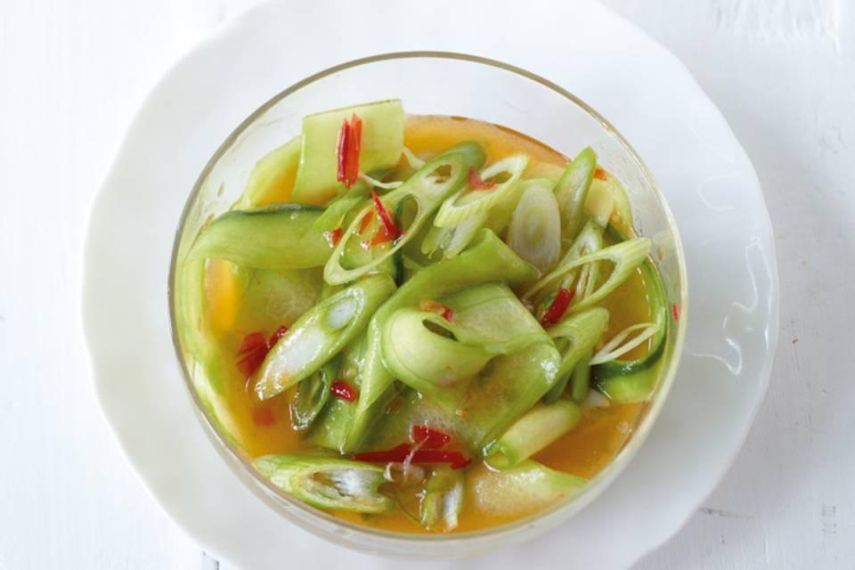Süß-scharfer Gurkensalat Rezept