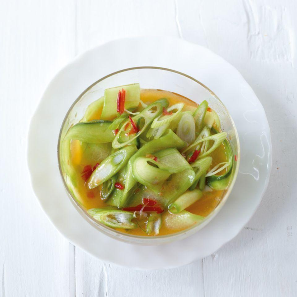 Süß-scharfer Gurkensalat
