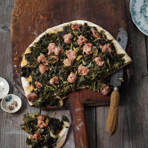 Grünkohl-Focaccia mit Salsicce