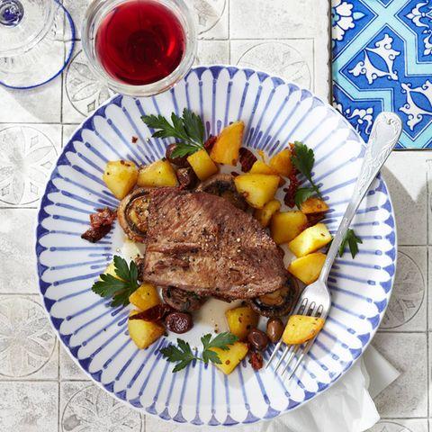 Bratkartoffeln mit getrockneten Tomaten und Oliven
