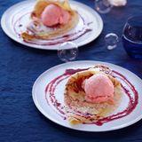 Crêpes mit Grapefruit-Sorbet und Cassis-Sirup