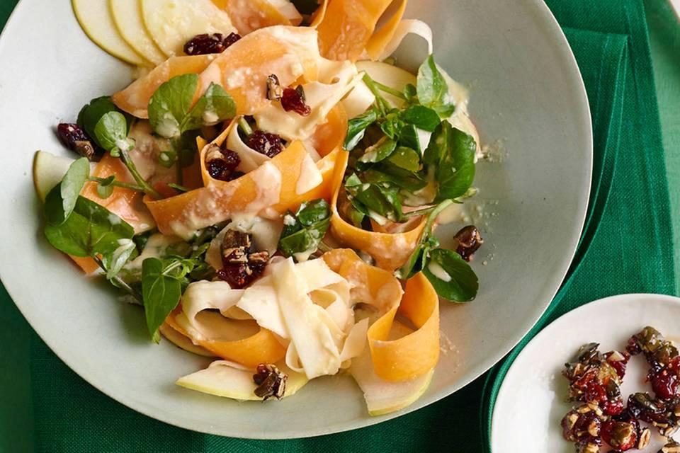 Kürbis-Pastinaken-Salat mit Tahine-Dressing und Cranberry-Krokant Rezept