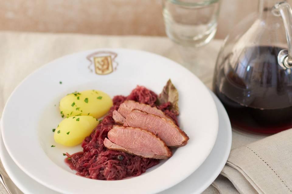 Entenbrust auf Aronia-Sauerkraut Rezept