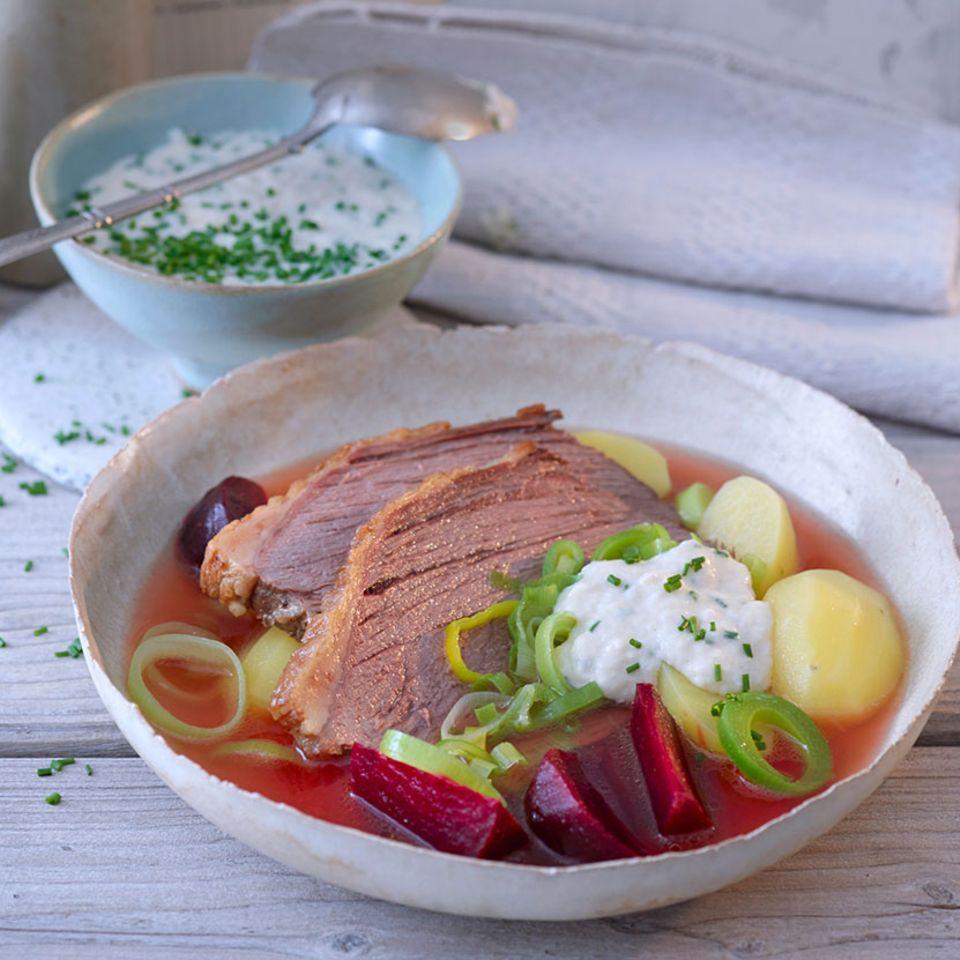 Gesottener Rindertafelspitz mit Rote-Bete-Bouillon-Kartoffeln