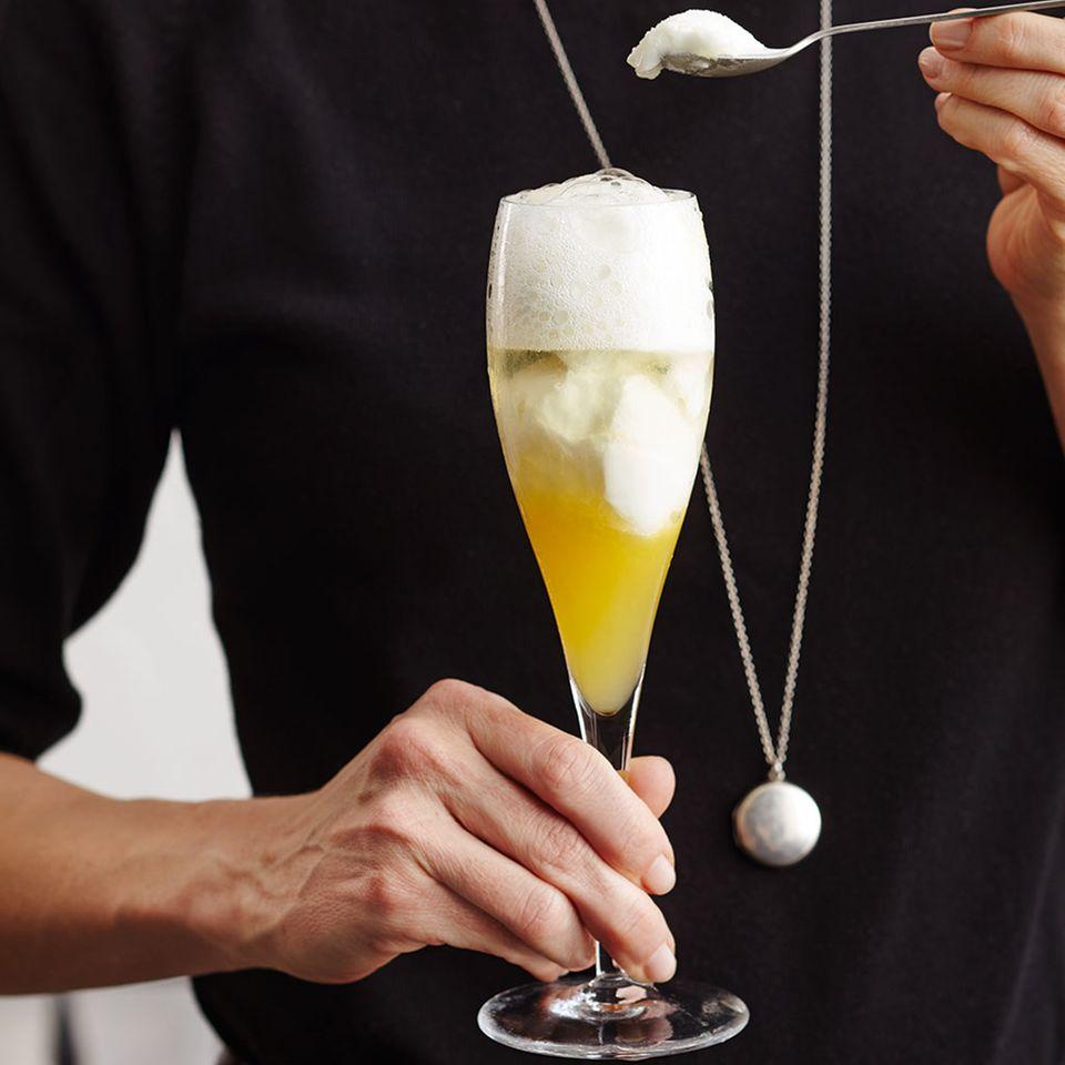 Zitronen-Sorbet mit Cava und Orangensaft