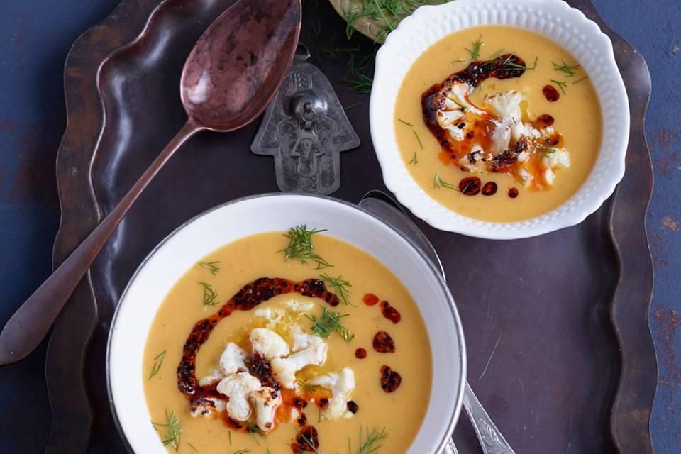 Gelbe Linsen-Möhren-Suppe mit geröstetem Blumenkohl Rezept