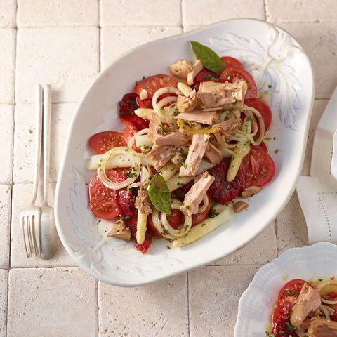 Tomatensalat mit Mariniertem Thunfisch