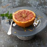 Grapefruit mit Minzkruste