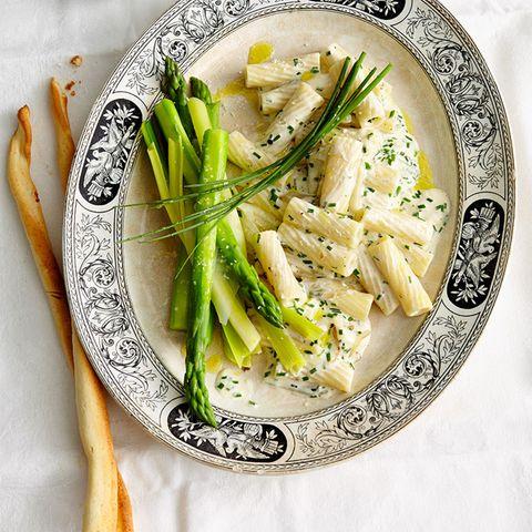 Tortiglioni mit grünem Spargel und Ziegenkäsesauce