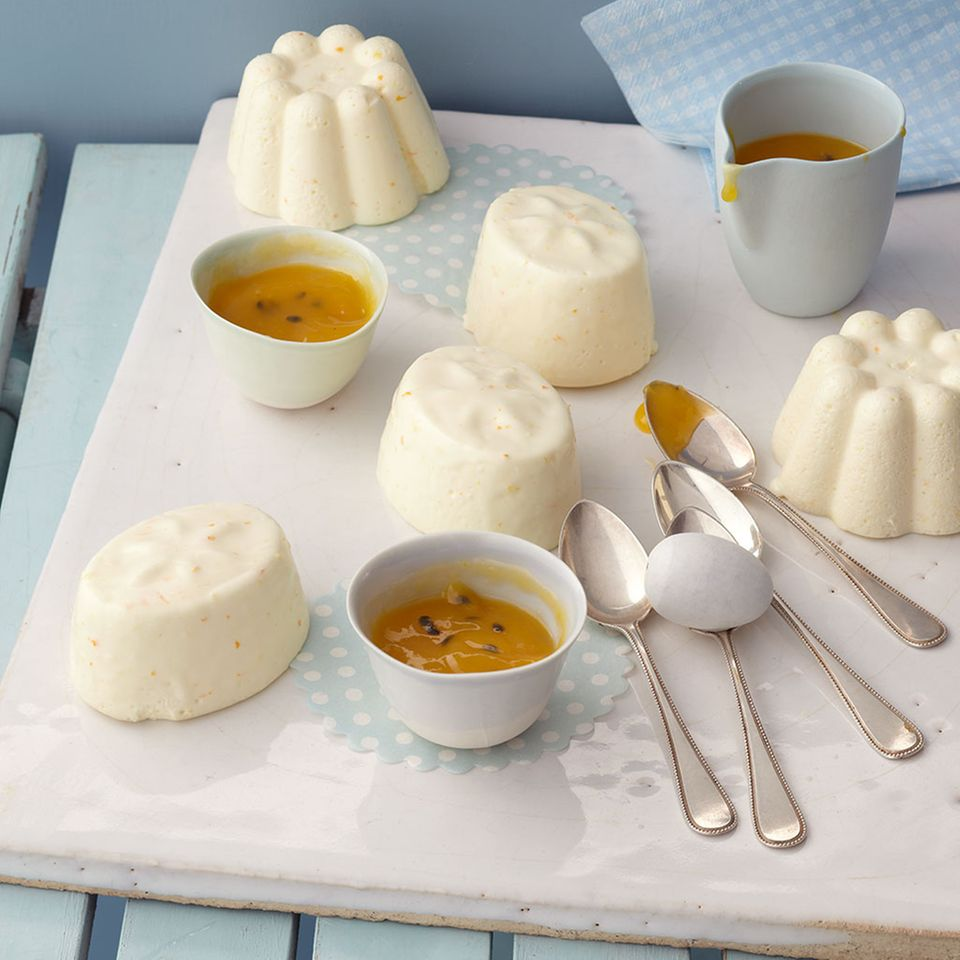 Joghurt-Orangen-Mousse mit Mangosauce