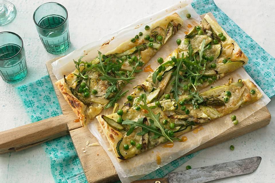 Blätterteig-Pizza mit grünem Gemüse Rezept