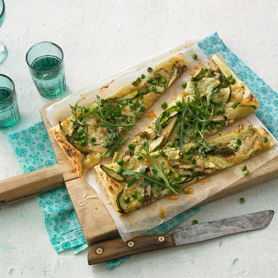 Blätterteig-Pizza mit grünem Gemüse
