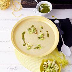 Lauch-Kartoffel-Suppe mit Romanesco und Sauerampferöl