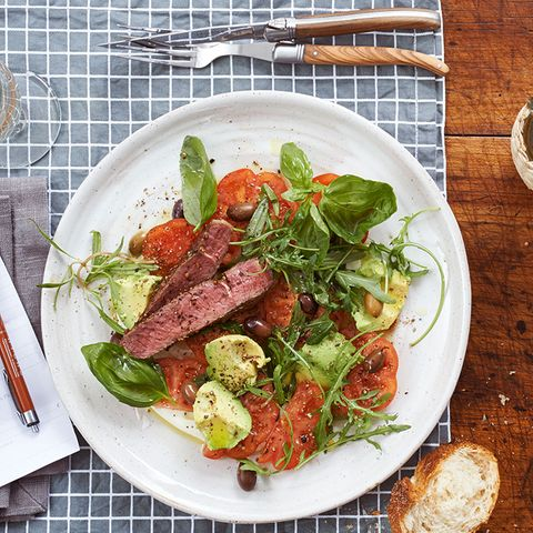 Tomaten-Avocado-Salat mit Entrecôte