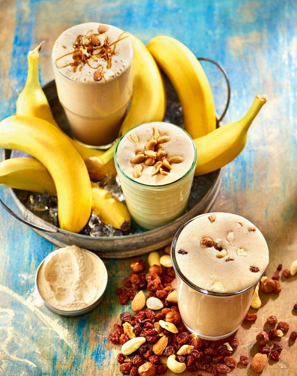 Banane-Karamell, Banane-Erdnuss, Student: Drei vegane Milchshakes aus Attila Hildmanns neuem Kochbuch