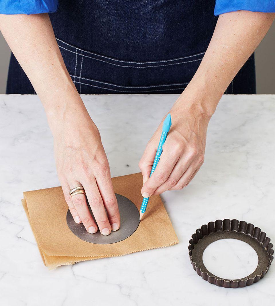 Backpapier erleichtert das Herauslösen der gebackenen Tartelettes