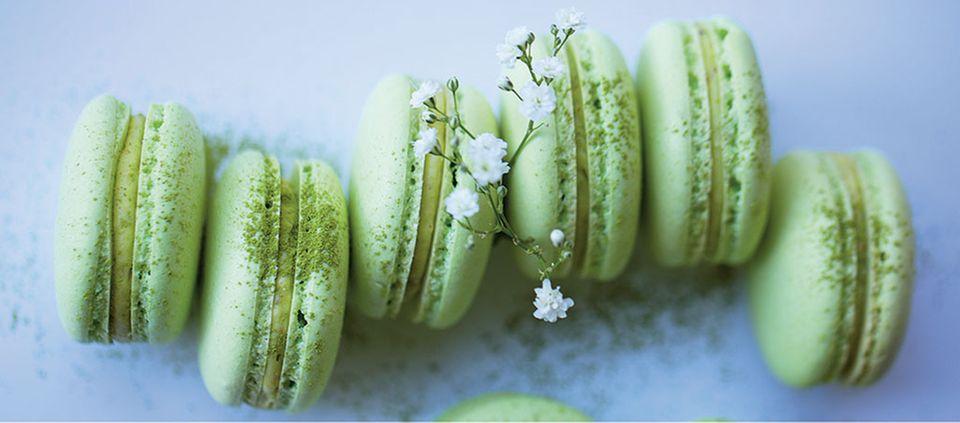 Matcha-Macarons gefüllt mit grüner Ganache