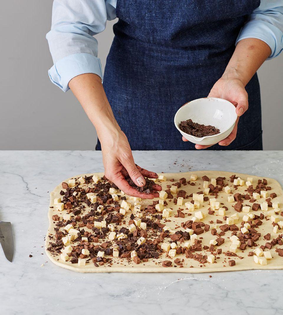 Die Schokolade gleichmäßig verteilen