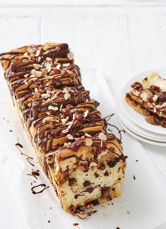 Hefeteig macht das Brot unglaublich saftig, Schokolade, Nougat und Haselnüsse geben den Rest