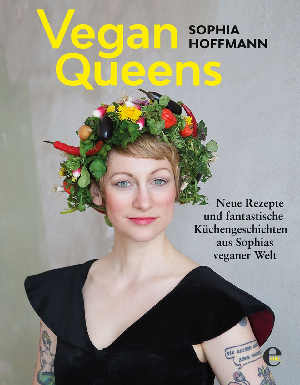 """Sophia Hoffmann auf ihrem Buch """"Vegan Queens"""""""