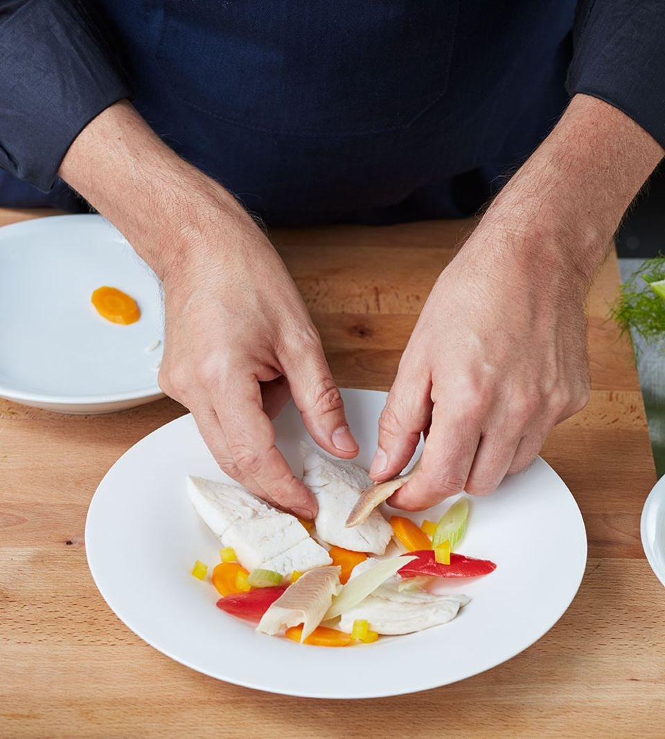Die Einlage wird direkt auf den Tellern verteilt