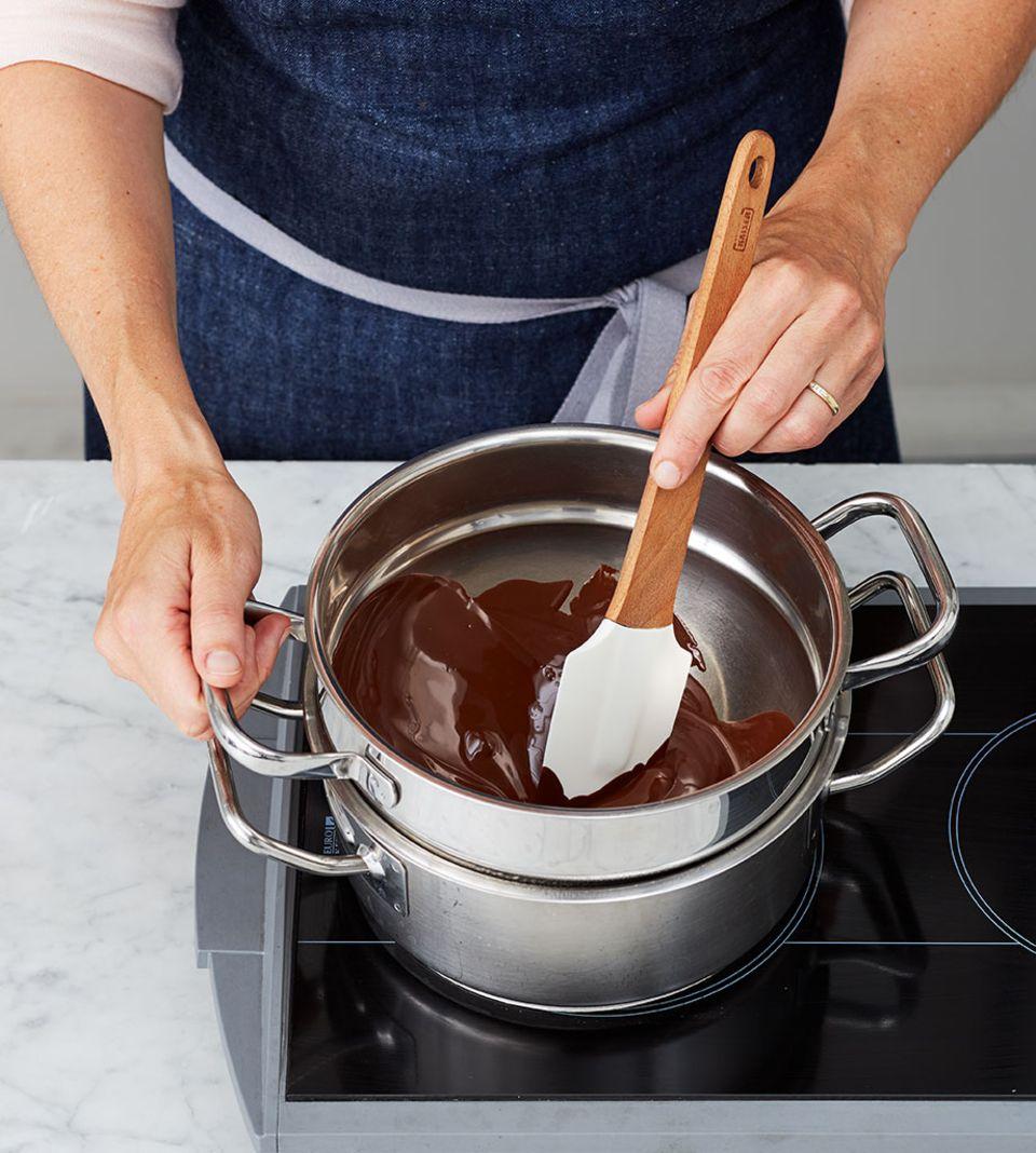 Schokolade bei milder Hitze schmelzen