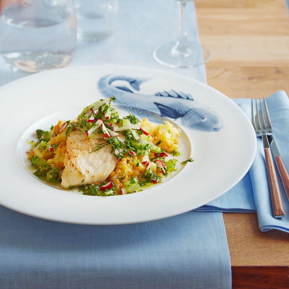 Weißes Menü mit Fisch